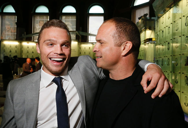 London Knights captain Max Domi hugs his dad, former Toronto Maple Leaf Tie Domi, after receiving the Mickey Renaud Captain's trophy at the Hockey Hall of Fame in Toronto on Tuesday. (Stan Behal/Postmedia Network)